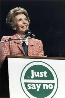 Photograph_of_Mrs._Reagan_speaking_at_a_Just_Say_No_Rally_in_Los_Angeles_-_NARA_-_198584